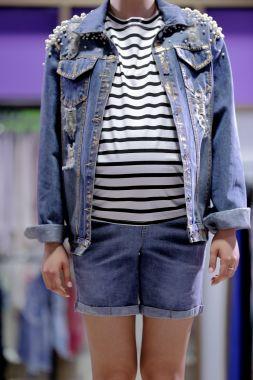 Куртка джинсовая с жемчугом темно-голубой с позолотой 5004 Пекин